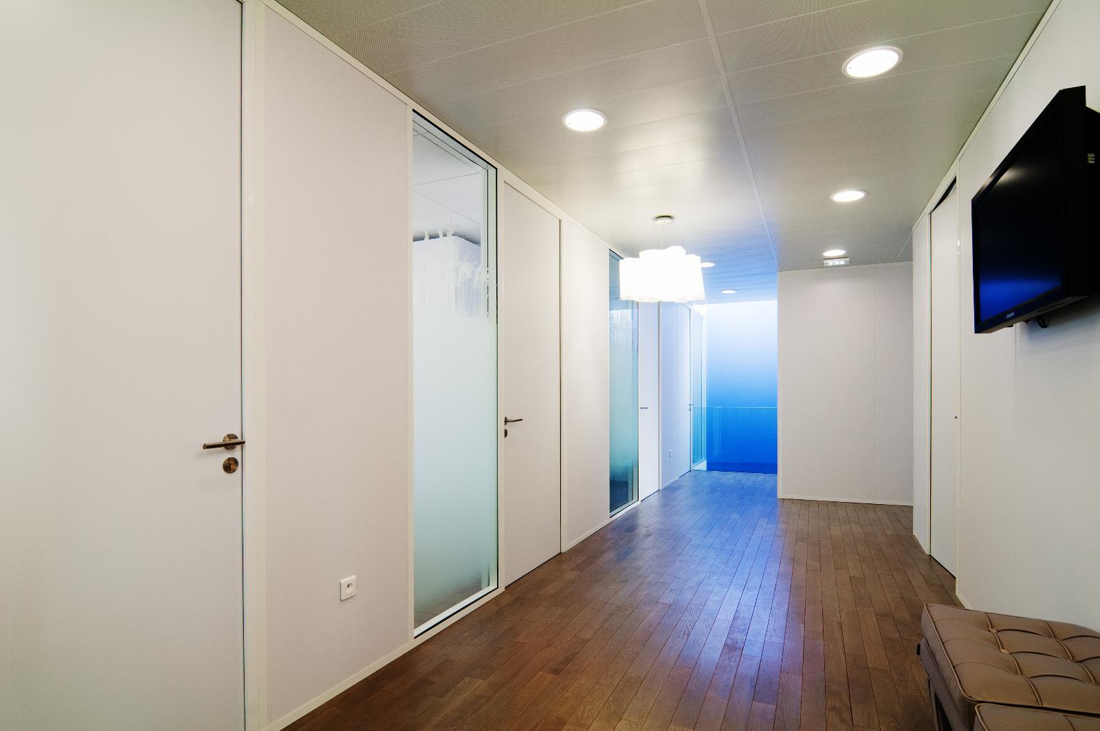 bureau avec eclairage bleu